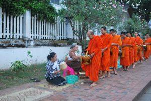 Quêtes des moines Luang Prabang